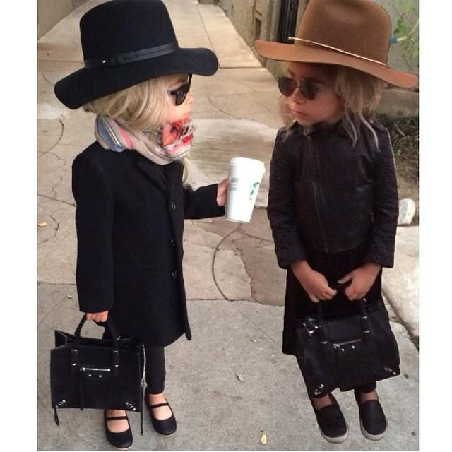 Hope you're having as glamorous a Halloween as this mini Olsen twin pair! #repost #monicarose #fashionicons #stylist ???