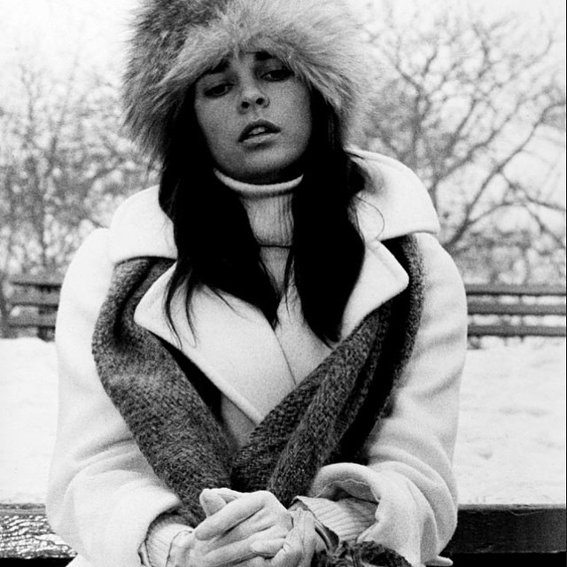 #MondayMuse Ali MacGraw's seventies snow bunny chic is the perfect antidote to the winter wonderland outside ❄️#alimacgraw #muse #monday #wardrobetherapy #makeeverydayarunway #fashion #style #icon #styleicon #beautiful #love #chic #snow #winter #columbus