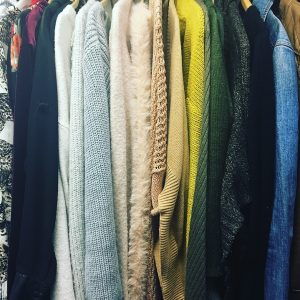 HOW TO: Organize your closet by color